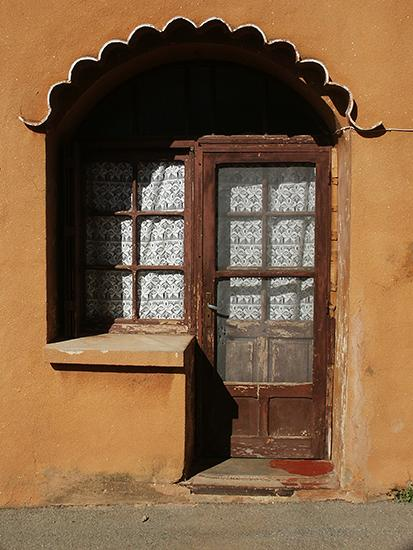 photo of Ventabren door.©J. Hulsey