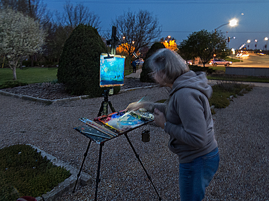 Photo of an artist painting a nocturne. © A. Trusty